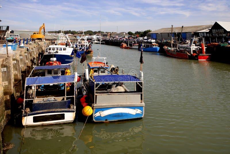 Barcos de pesca no porto em Whitstable imagem de stock royalty free
