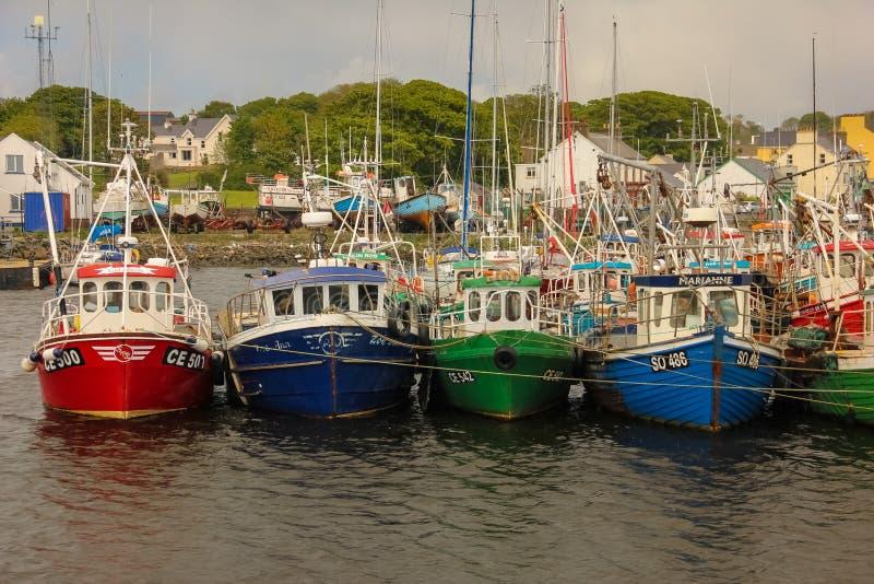 Barcos de pesca no porto Greencastle Inishowen Donegal ireland imagem de stock