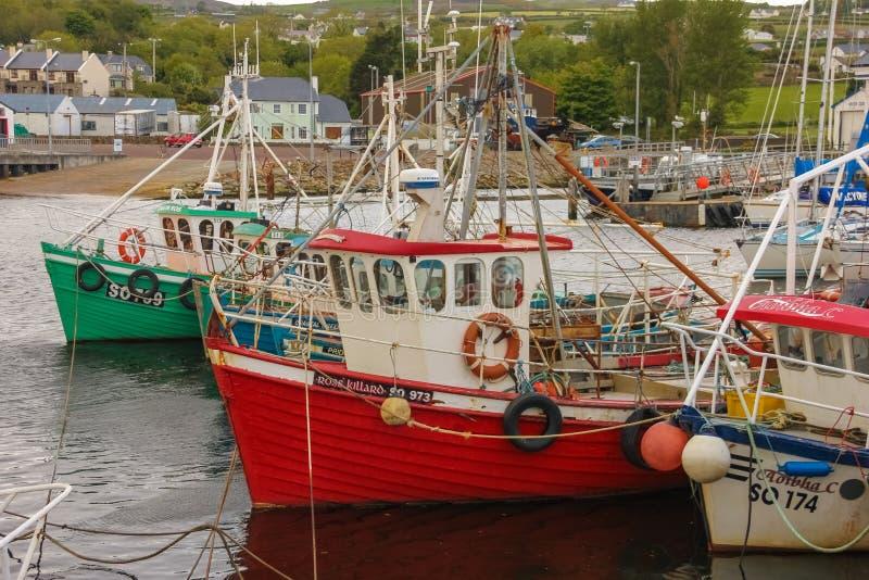 Barcos de pesca no porto Greencastle Inishowen Donegal ireland fotos de stock royalty free