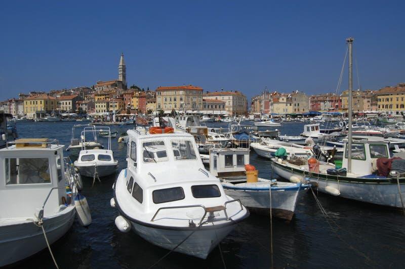 Barcos de pesca no porto, Rovinj, Croatia imagem de stock royalty free