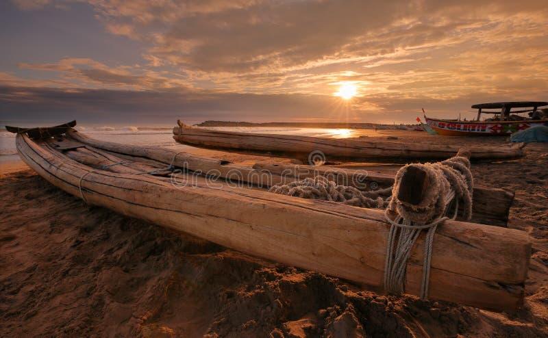 Barcos de pesca tradicionais em Kanyakumari, Índia fotografia de stock