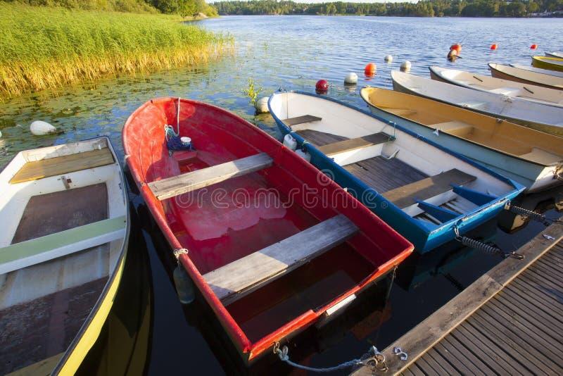 Barcos de pesca velhos pequenos fotografia de stock royalty free