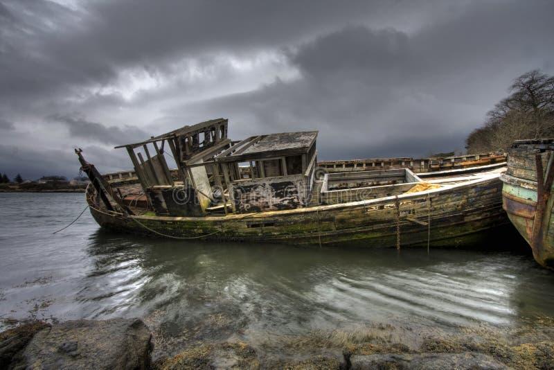 Barcos de pesca viejos fotos de archivo