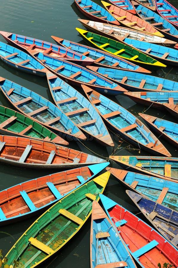 Barcos de placer en el lago Fewa imagenes de archivo