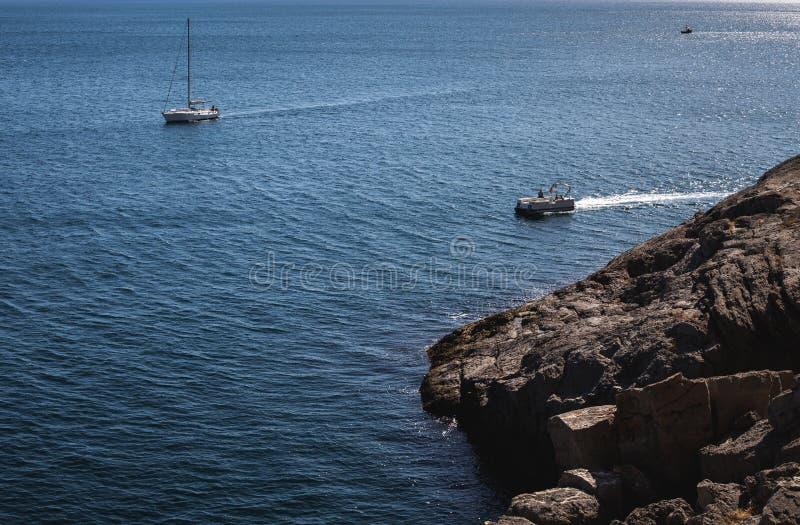 Barcos de placer en el mar fotos de archivo