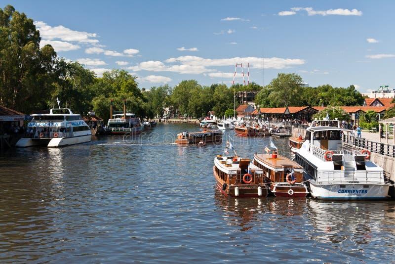 Barcos de río de Tigre en la Argentina fotografía de archivo