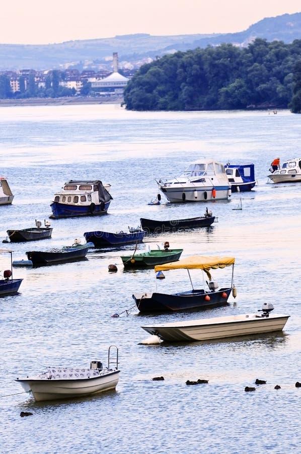Barcos de río en Danubio imagen de archivo libre de regalías
