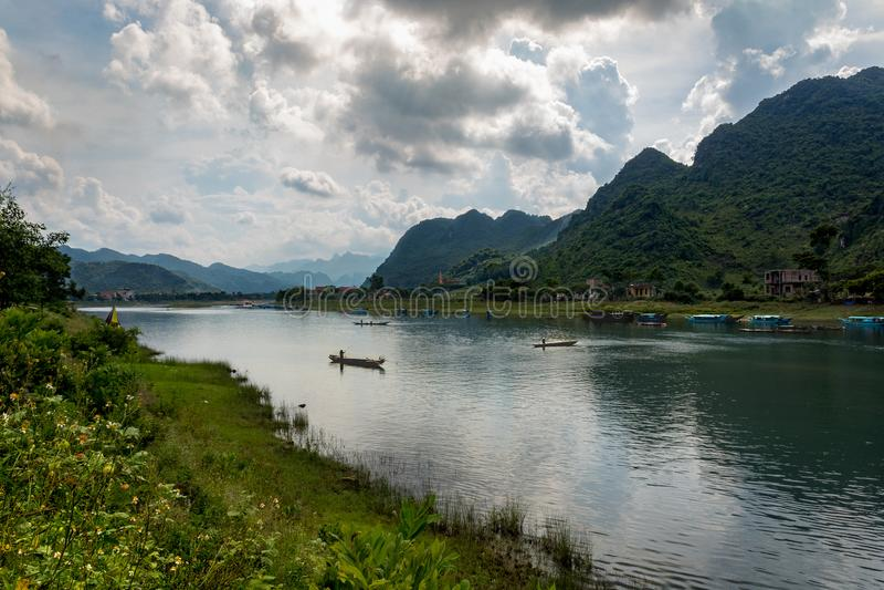 Barcos de rio de Phong Nha foto de stock
