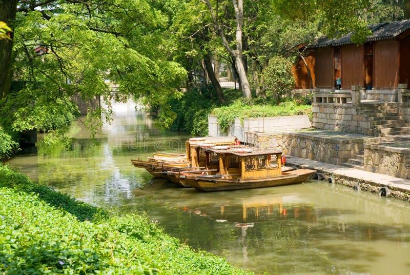 Barcos de turista no canal de Suzhou imagem de stock