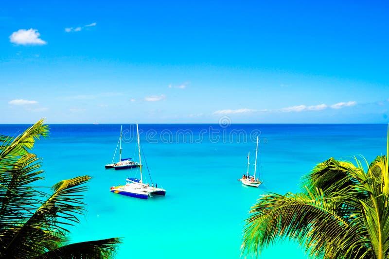 Barcos de vela del mar del Caribe