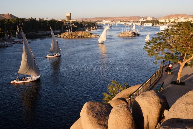 Barcos de vela en el río Nilo en Asuán foto de archivo libre de regalías