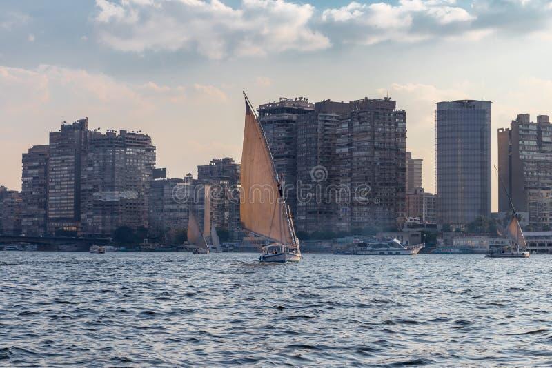 Barcos de vela en la ciudad de El Cairo, Egipto imágenes de archivo libres de regalías