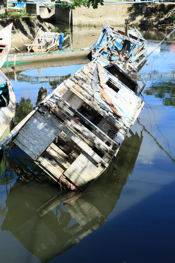 Barcos deixados de funcionar fotos de stock