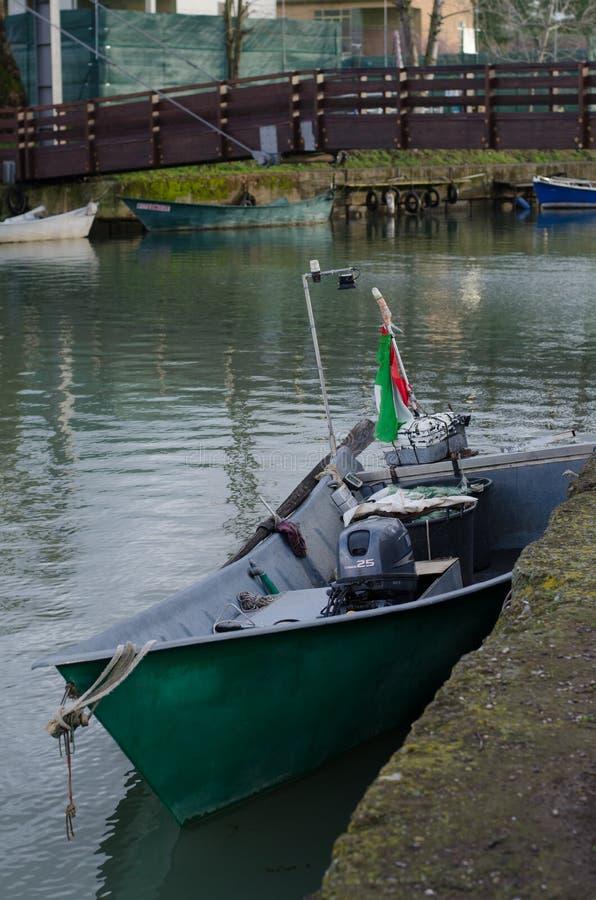 Barcos dos pescadores do lago Bolsena imagem de stock royalty free