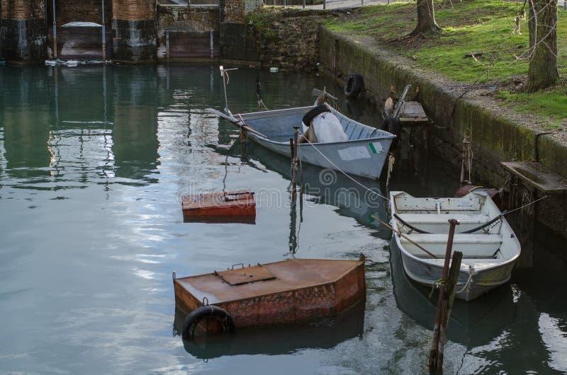 Barcos dos pescadores do lago Bolsena fotografia de stock