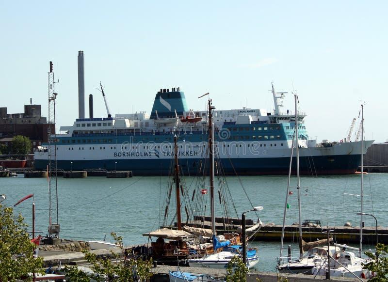 Barcos e balsa de vela imagem de stock royalty free