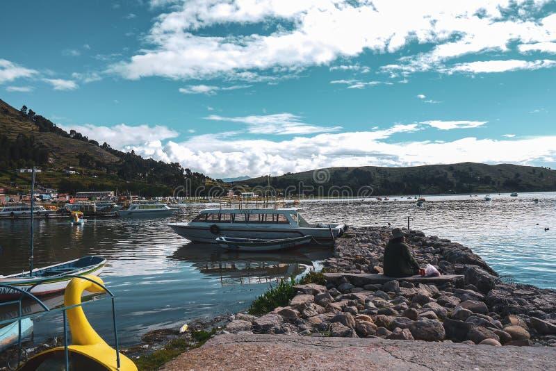 Barcos em Copacabana, Bolívia fotografia de stock royalty free
