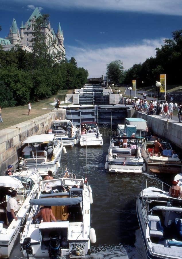 Barcos em fechamentos do canal de Rideau fotografia de stock royalty free