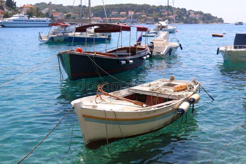 Barcos em Hvar foto de stock