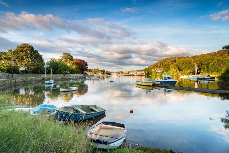 Barcos em Millbrook em Cornualha imagem de stock