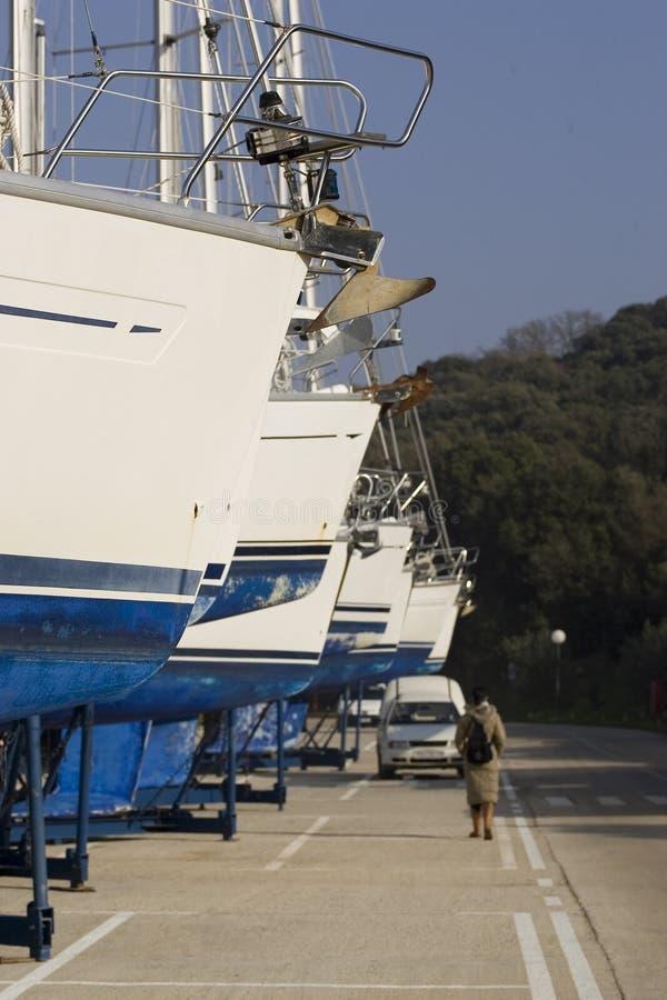 Barcos em seco fotografia de stock