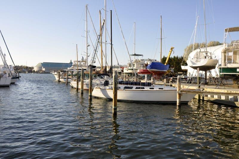 Barcos en bahía de Chesapeake imagenes de archivo