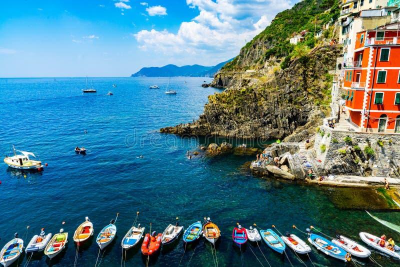 Barcos en Cinque Terre, Italia imágenes de archivo libres de regalías
