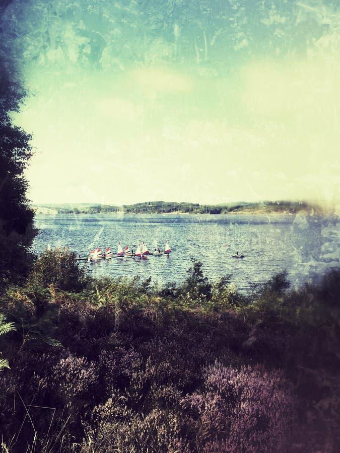 Barcos en el agua de Kielder imágenes de archivo libres de regalías