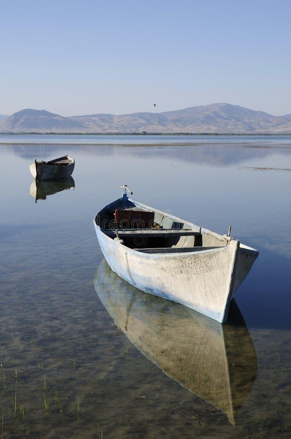 Barcos en el lago imagen de archivo libre de regalías