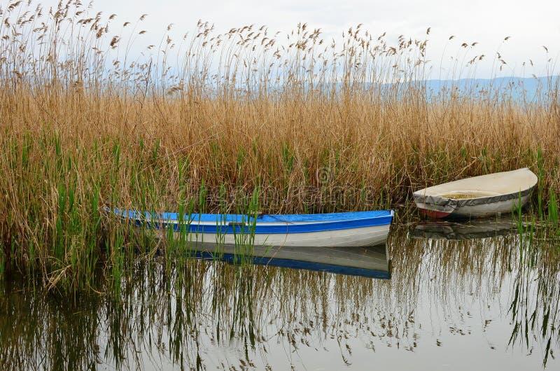 Barcos en el lago Ohrid foto de archivo
