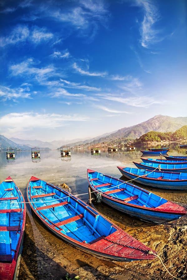 Download Barcos en el lago Pokhara foto de archivo. Imagen de transporte - 42434640