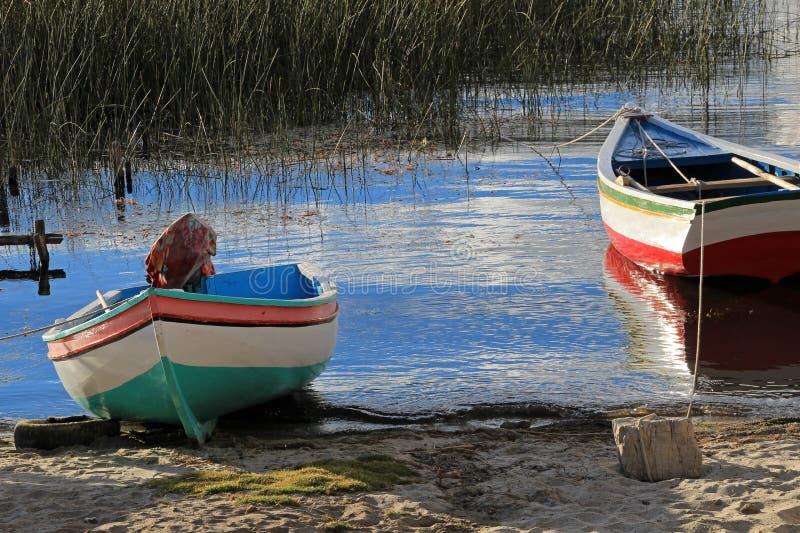 Barcos en el lago Titicaca, isla del sol fotos de archivo libres de regalías