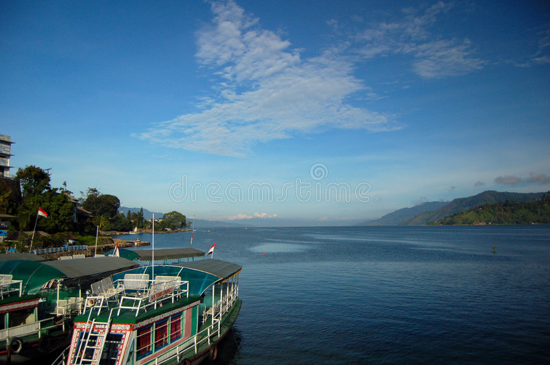 Barcos en el lago Toba imágenes de archivo libres de regalías