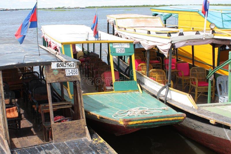 Barcos en el lago Tonle imagen de archivo