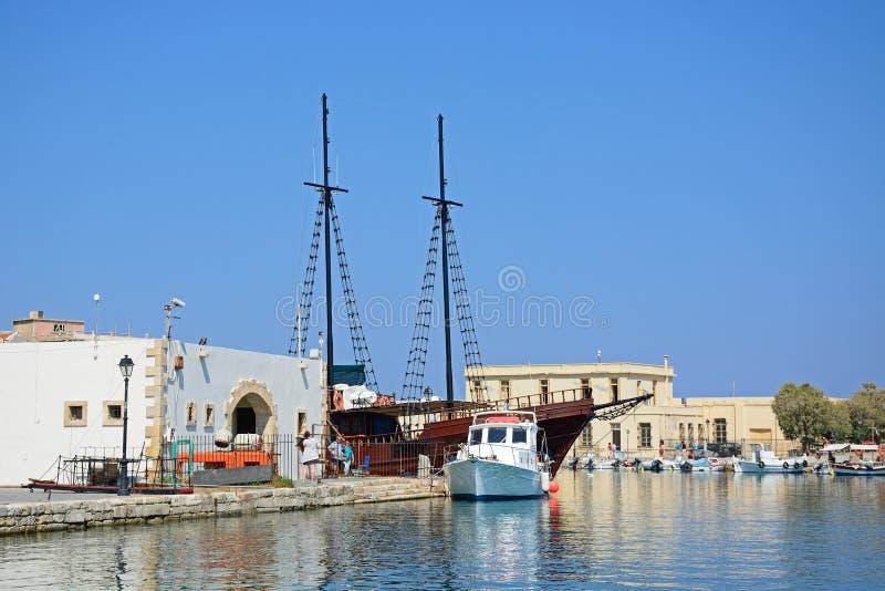 Barcos en el puerto de Rethymno, Creta imágenes de archivo libres de regalías