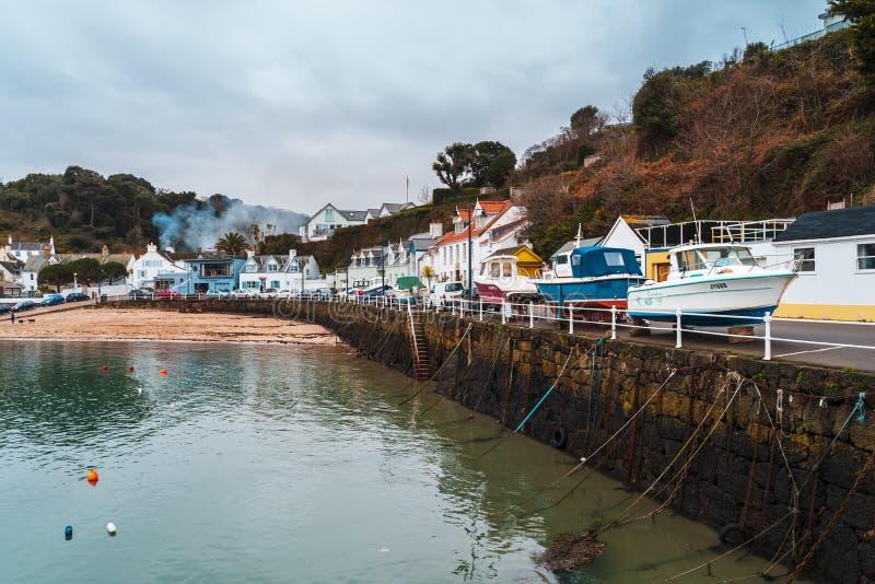 Barcos en el puerto de Rozel, jersey, Islas del Canal, Reino Unido, Europa imagen de archivo