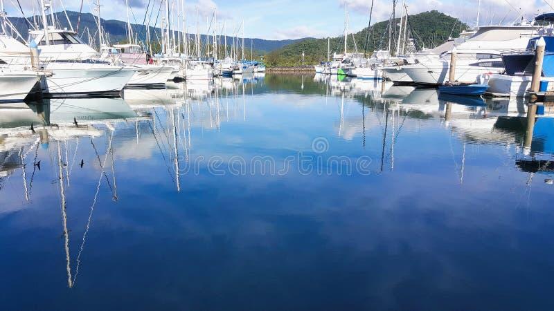 Barcos en el puerto deportivo 11 del botón de Yorkeys imagenes de archivo