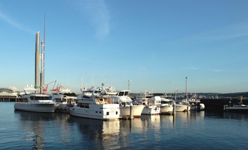 Barcos en el puerto deportivo del puerto de Bell, Seattle imagenes de archivo