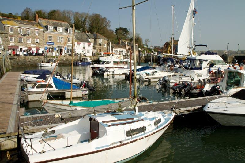 Barcos en el puerto Padstow Cornualles Inglaterra imágenes de archivo libres de regalías