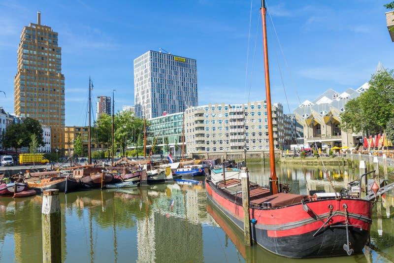 Barcos en el puerto viejo Rotterdam, Países Bajos imagen de archivo
