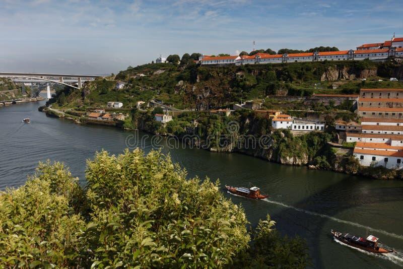 Barcos en el río del Duero en Oporto, Portugal fotos de archivo libres de regalías