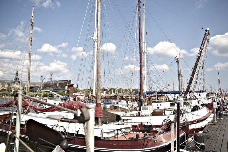Barcos en Estocolmo, Suecia imagenes de archivo