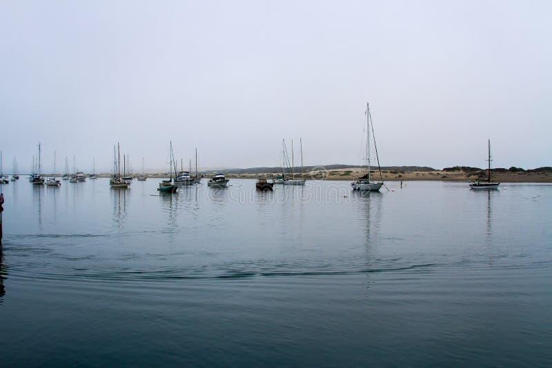 Barcos en la bahía de Morro imagen de archivo