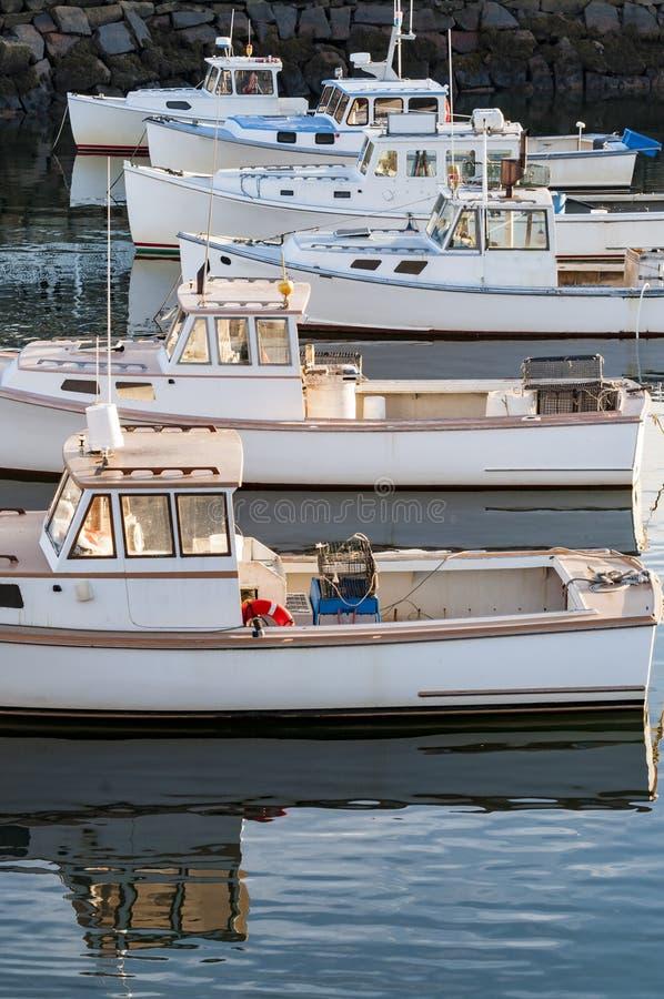 Barcos en la costa costa de Maine fotos de archivo libres de regalías