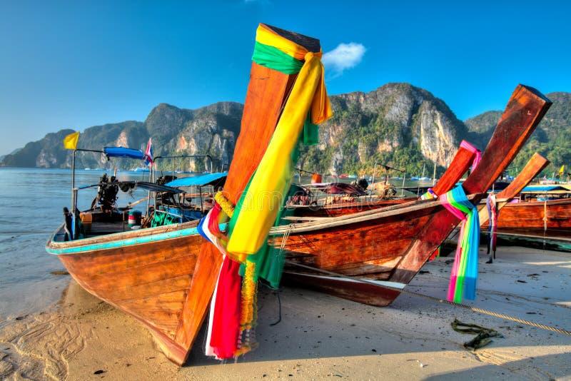 Barcos en la isla de la phi de la phi foto de archivo