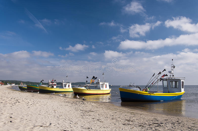 Download Barcos en la playa foto editorial. Imagen de asoleado - 41904961