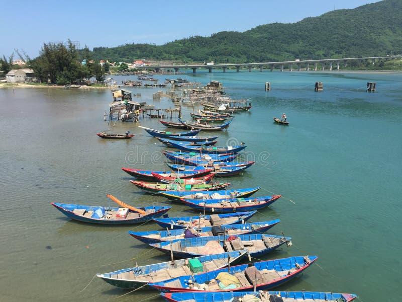 Barcos en Lang Co, tonalidad, Vietnam foto de archivo libre de regalías