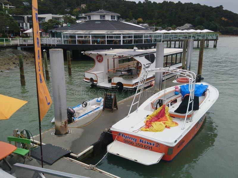 Barcos en Opua foto de archivo