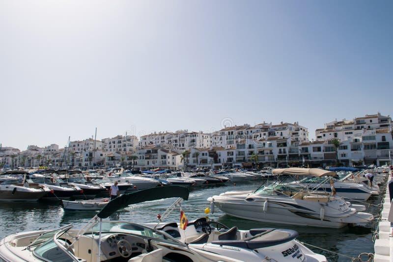 Barcos en Puerto Banus fotos de archivo libres de regalías