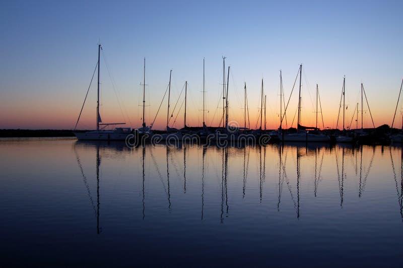 Barcos en puerto deportivo fotos de archivo